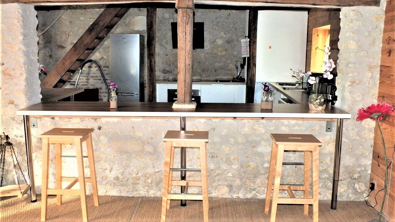 cuisine-ouverte-sur-salon-grand-gite